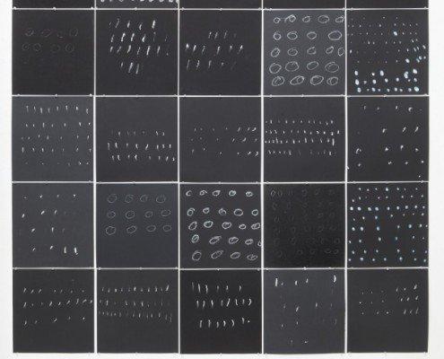 Pierrette Bloch, Avril 2015,25, ensemble de 25 planches sur papier canson noir composé de 24 sérigraphie et 1 original, éd.signée et numérotée, 25 exemplaires, 2015, 35x35cm - 175x175cm©Bernard Chauveau Editeur Le Néant Editeur Paris